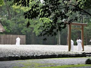 神御衣、和妙の奉織開始(神服織機殿神社)