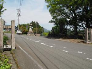 山口東 バス停付近に建つ常夜燈[3](濃州道)
