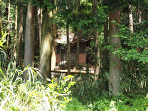 東泉寺付近の荒れた御堂(いなべ市藤原町長尾)