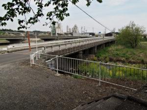 員弁川に架かる鎌田橋(濃州道)