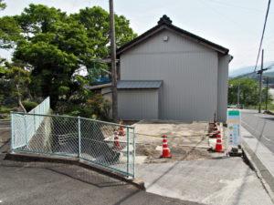 牛馬坂(ぎゅうばざか)[12]