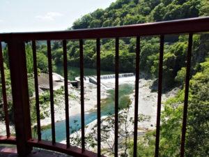茶倉橋から望む立梅用水の井堰(取水堰)(櫛田川)