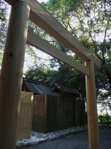 しばらくすると姿を消す古殿舎、粟皇子神社(皇大神宮 摂社)