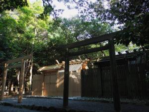 御遷座を終え、新旧の殿舎が並立する粟皇子神社(皇大神宮 摂社)