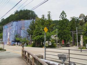 修復中の仁王門、丹生山神宮寺(多気郡多気町丹生)