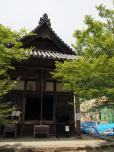 護摩堂と再建が進められている回廊、丹生山神宮寺(多気郡多気町丹生)