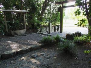 志宝屋神社(豊受大神宮 末社)の参道入口付近
