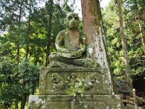 鳴谷神社の神猿(まさる)(いなべ市藤原町坂本)