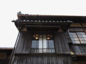 伊勢和紙ギャラリーの階段部分、外からの様子