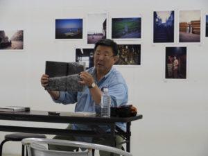 北井一夫写真展「カラー いつか見た風景」の関連イベント1「北井一夫写真の面白さを探ってみよう」@gallery0369(津市美里町三郷)