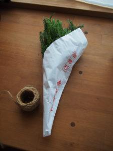 昨夜、赤崎神社(豊受大神宮 末社)にて授与していただいた御神杉