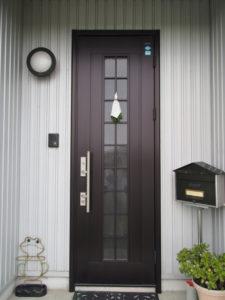 新しい御神杉が掛けられた玄関扉