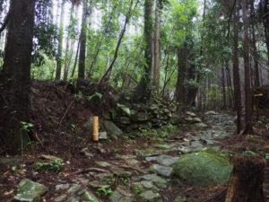 行き倒れ巡礼供養碑〜籠立場(熊野古道八鬼山道)
