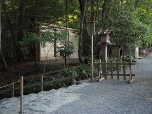 荒祭宮への石階と御正宮 北側の蕃塀(内宮)