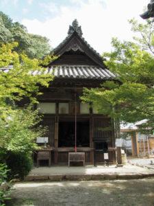 護摩堂の奥には再建中の回廊が、丹生山神宮寺(多気町丹生)