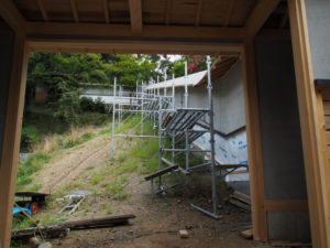 再建が進む回廊、丹生山神宮寺(多気町丹生)