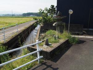 色白橋(外城田川)から鴨下神社へ
