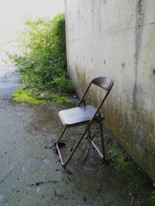 例の場所、例の椅子(玉城町山神)