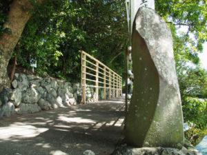 朧ヶ池の前に設置された御神遷奉賛の掲示板、船江上社(伊勢市船江)