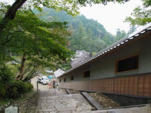 足場が取り外された回廊、丹生山神宮寺(多気町丹生)