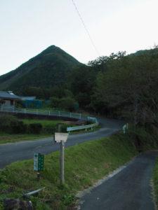 多岐原神社への下り坂(度会郡大紀町三瀬川)