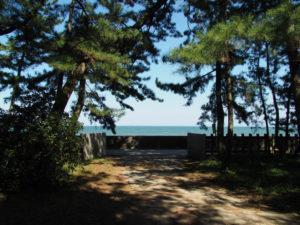 年に数度だけ開けられる二見浦海岸側の扉(御塩殿神社)