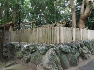 外側の御垣の傷みが激しい御食神社(豊受大神宮 摂社)