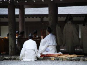 神御衣祭、雨儀のため五丈殿での修祓