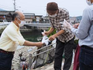 河崎ふすま解体団による「ふすまの解体ショー」@河崎・川の駅前