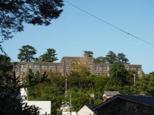 慈眼山 金胎寺付近から遠望した旧鳥羽小学校