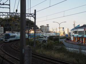 鳥羽城跡 三の丸広場付近から望む近鉄志摩線