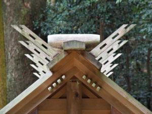 神服織機殿神社末社の千木はもちろん配置も完璧(皇大神宮 所管社)