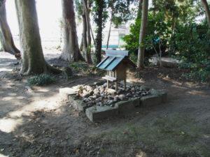 「シャデン」と呼ばれる小祠、須賀神社(多気郡明和町行部)