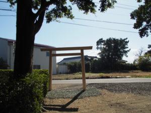 造替された鳥居、須賀神社(多気郡明和町行部)