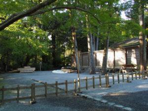 「即位礼及び大嘗祭後神宮に親謁の儀」に向けて設営される雨儀廊の準備(外宮)