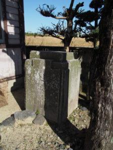 和泉公民館前に置かれた旧いづみはしの親柱