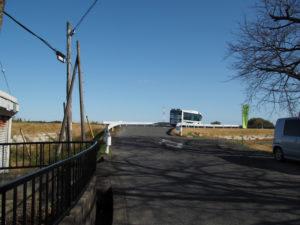 安楽川に架かる和泉橋へ