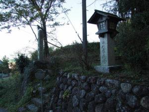 4 石碑、5常夜燈(東海道 (10)杖衝坂)