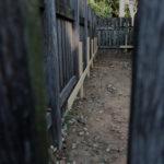 八尋殿の玉垣の内側に建てられた杭・・・、神麻続機殿神社(皇大神宮 所管社)