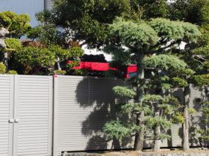 民家の敷地内のお稲荷さん(伊勢市一之木?)