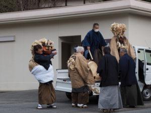 神社へ向かう南中村の一行(一之瀬神社獅子神楽)