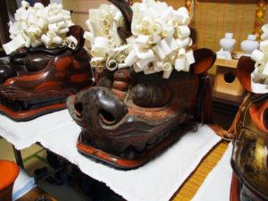 坂社所蔵の獅子頭、左から坂社・古獅子・藤社(伊勢市八日市場町)