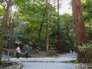 多賀宮からの石階下、下御井神社への参道入口