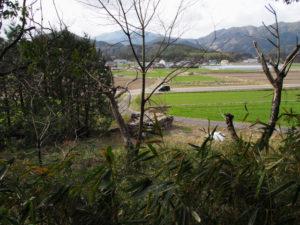 岩谷池から下流側の立梅用水からの風景(多気町丹生)