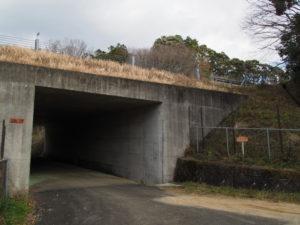 伊勢自動車道の下で交差する「松阪39」(多気町丹生)
