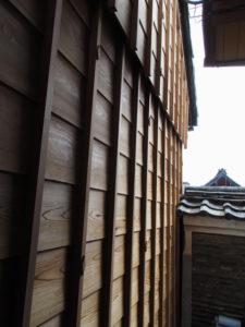 外壁の修繕がほぼ完了する 旧御師 丸岡宗大夫邸(伊勢市宮町)