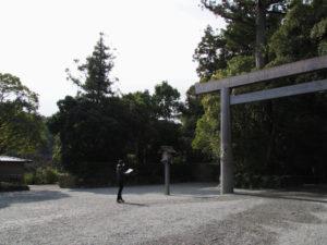 勾玉池の散策路への出入口付近(外宮)
