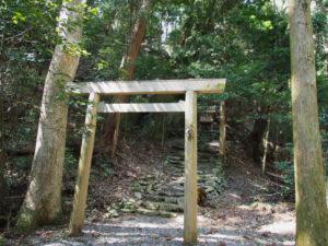 江神社の奥へと続く山(参)道の先の神社