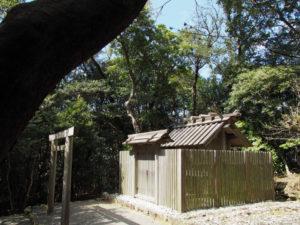 神前神社(皇大神宮 摂社)、許母利神社・荒前神社(ともに同末社)を同座