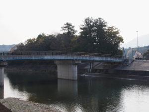 五十鈴橋(五十鈴川)と大土御祖神社ほかの社叢